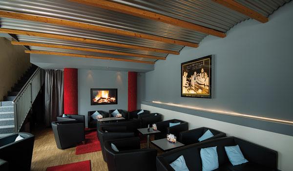 platzhirsch stuttgart neue farben flauschige sessel und sofas anstelle von barhockern sind schon schan der hit aber neu integrierte rote saloon das erneuerte bewertu