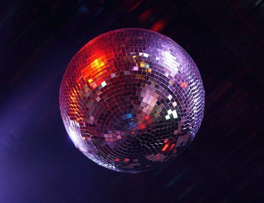 Clubs in Stuttgart Symbolbild Discokugel